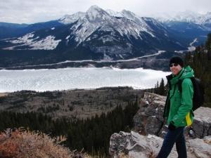 En contrebas, c'est le lac gelé
