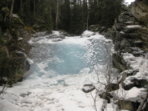 Une cascade gelée, et toujours ce bleu mystérieux...