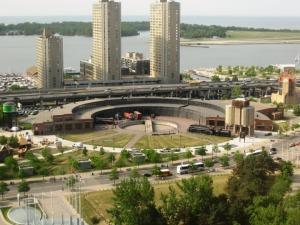"""Ancien centre d'aiguillage au pied de la tour (CN, c'est pour """"Canadian National"""", la SNCF locale)"""