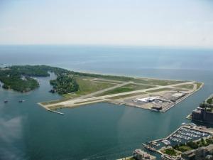 Îles artificielles dans le lac Ontario et aéroport du centre ville