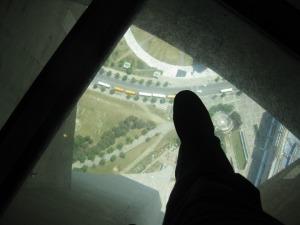 Mon pied en grand, les trucs en bas en tout petit