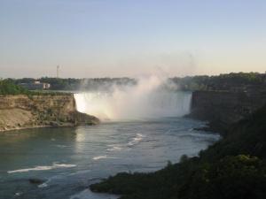 """Les """"horseshoe falls"""" (fer à cheval), les chutes canadiennes"""