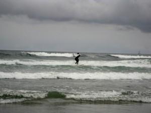 Un surfeur en action