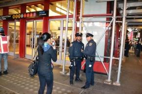 21-Les policiers qui posent a Time Square
