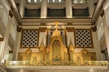 09-Un orgue immense, a l'interieur d'un grand magasin