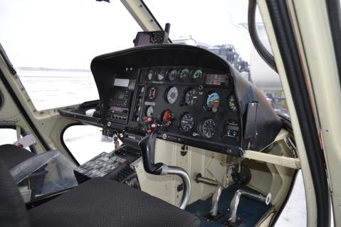 Le cockpit de l'hélicoptère côté pilote