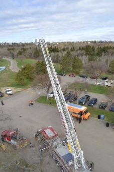Vue sur le parc et sur la grande échelle des pompiers