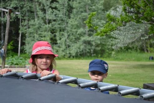 .... et les enfants attendent leur tour (dépités) :P