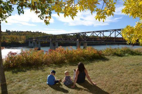 Pause goûter avec vue sur la Saskatchewan river