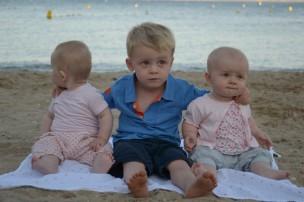 Nathan et les deux petites poulettes