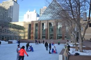 La patinoire devant la mairie