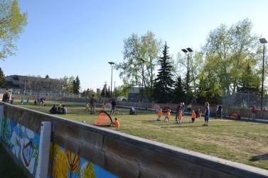 Premier cours de foot (là où on patine en hiver)
