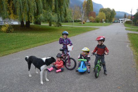 4 enfants et un chien (ou un monstre quand on voit la tête de Margaux)
