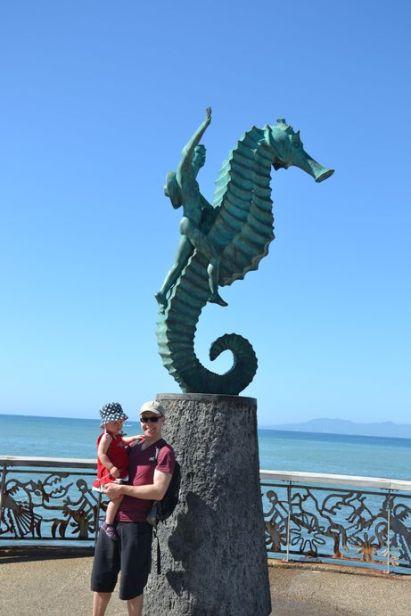 """Statue hippocampe le long de la promenade """"El Malecon"""""""