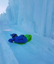 Nathan qui a fait toute la descente de luge sur glace de travers :)