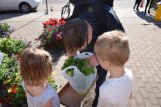 Achat de plantes au marché