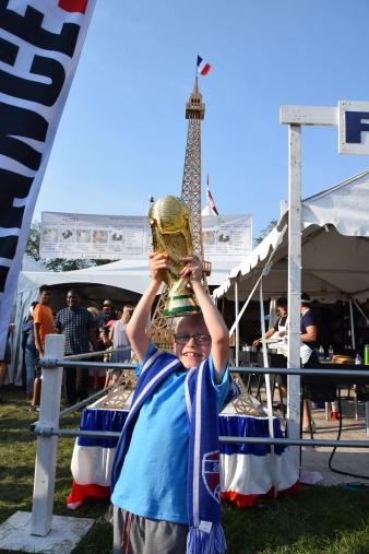 Soulever la Coupe du Monde, rêve de petit garçon